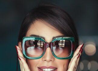 Pani w okularach